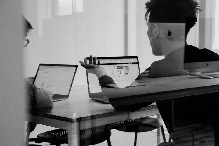 [Vídeo] Pergunte ao VC: Como costumam definir salários para founders pós Series A?